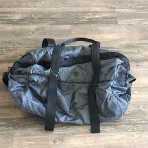 Lululemon command the day duffel bag.